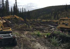 laufende Arbeiten an der Qi Goldmine am Swede Creek