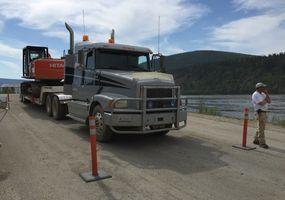 Unser Volvo Truck und Trailor hat den großen Hitachi aufgeladen